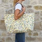 V47319 - All Over Leopard Canvas Tote 4/PK